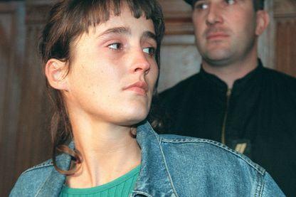 Florence Rey, 23 ans,accusée de quatre meurtres et douze tentatives de meutre lors de la cavale meurtrière du 04 octobre 1994 à Paris, arrive devant la Cour d'Assises de Paris au palais de justice, à l'ouverture de son procès.