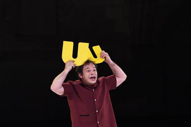 """L'acteur Manuel Le Lièvre interprète la pièce """"Le vivier des noms"""", écrite et mise en scène par la Franco-Suisse Valère Novarina le 5 juillet 2015 à Avignon,"""