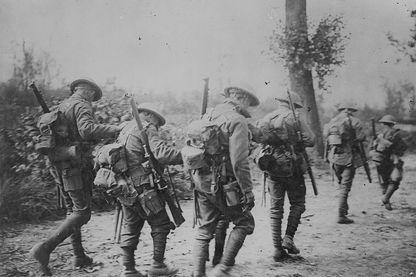 Troupes marchant vers Arras en 1917