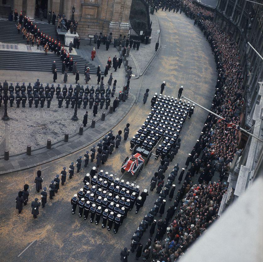 Vue aérienne des funérailles de Winston Churchill à Londres, le 30 janvier 1965