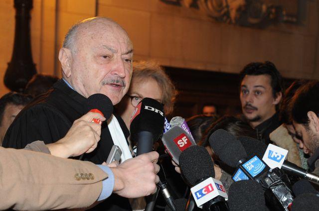 Maitre Georges Kiejman, avocat de Jacques Chirac, à la sortie du procès des emplois fictifs en 2003