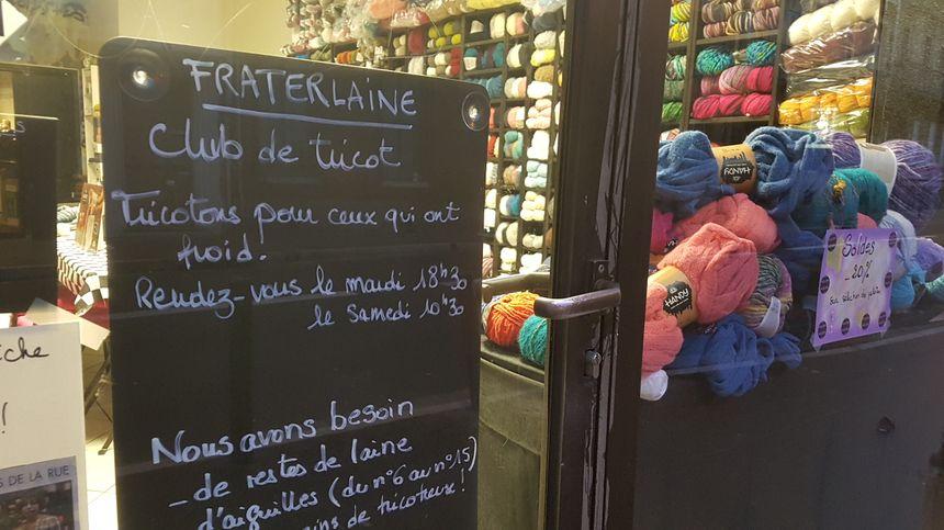 Une fois tricotés, ces vêtements seront remis à la Roulotte solidaire mais aussi aux équipes du 115, qui les redistribuent ensuite aux sans-abri