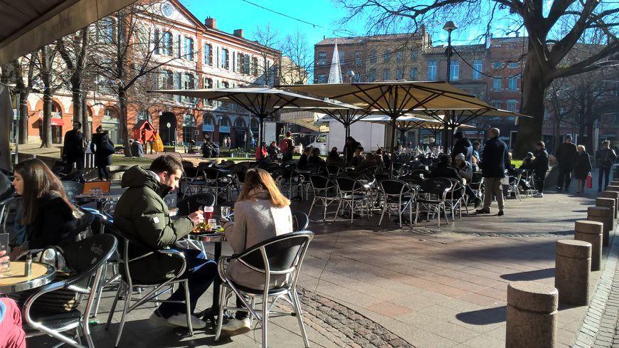 Toulouse la ville assouplit un peu son plan terrasses for Piscine toulouse