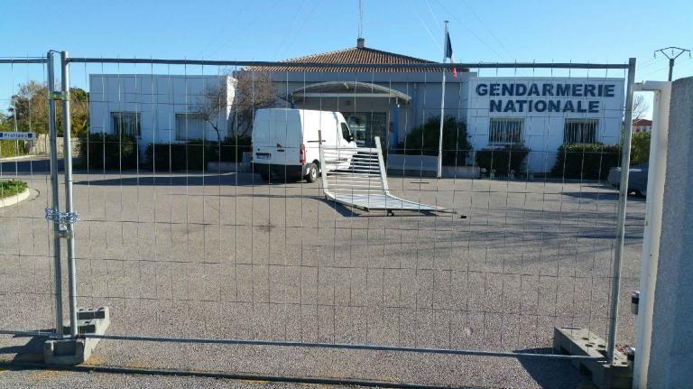 Un fourgon d fonce le portail de la gendarmerie de saint - Nouvelle grille indiciaire gendarmerie ...