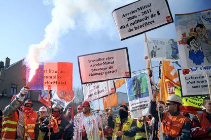 Manifestation des salariés d'Arcelormittal de Florange soutenus par d'autres collègues d'autres usines le 22 mars 2012.