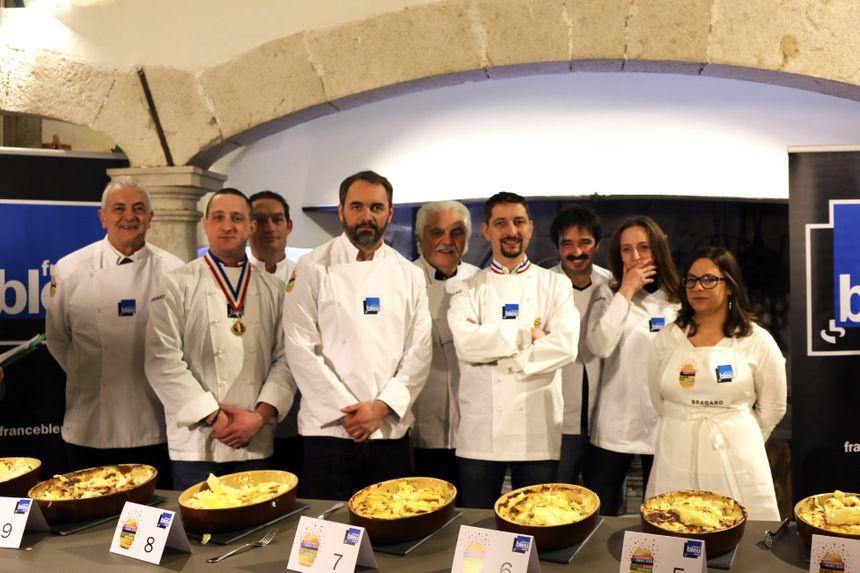 Les dix membres du jury du Championnat France Bleu du gratin dauphinois.