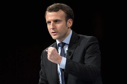 Emmanuel Macron fait face à une course des arrivistes dans ses rangs. Ici, le candidat à l'éléction présidentielle était en meeting à Lille, le samedi 14 janvier.