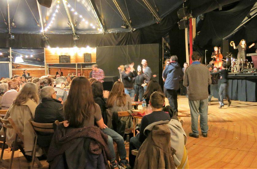 France Culture, 16 décembre 2016, Théâtre Le-Monfort, fin du spectacle et dans la salle l'occasion d'échanger autour d'un repas ukrainien et d'ouvrir le bal…