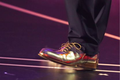 Chaussures d 'or de Bruno Guillon lors des «Victoires De La Musique» au Zenith le 12 février 2016 à Paris.