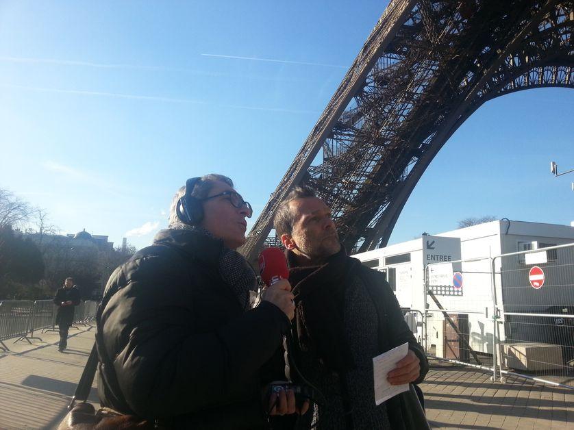 Michel Despratx et Benoît Collombat au pied de la Tour Eiffel, lieu du rendez-vous secret entre Djouhri et Béchir Saleh