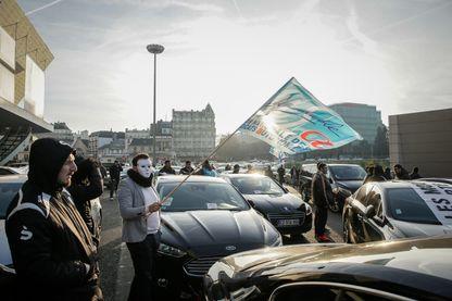 Manifestations des VTC (voitures de transport avec chauffeur) porte Maillot à Paris. Les chauffeurs se disent spoliés par les plateformes Uber
