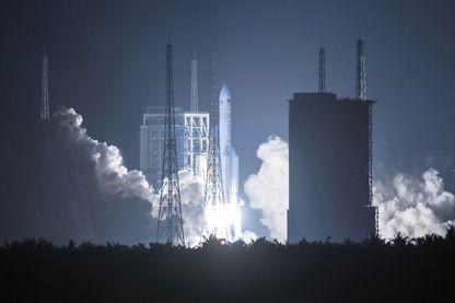 Nouvelle étape dans le programme spatial chinois : le lancement du plus lourd lanceur spatial en 30 ans, Changzheng 5