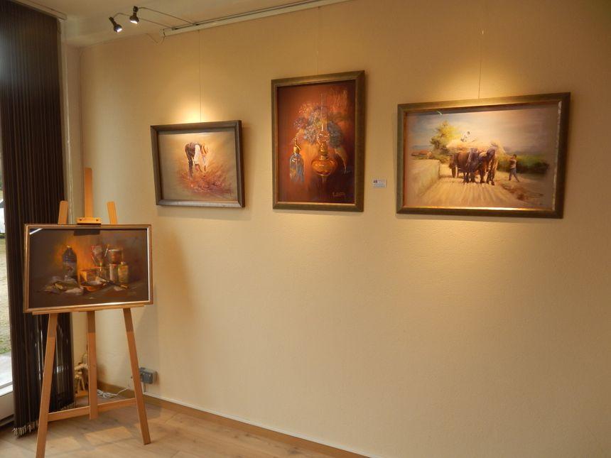 Une cinquantaine de tableaux sont visibles en permanence à la galerie des Pastels Girault à Montignac - Aucun(e)