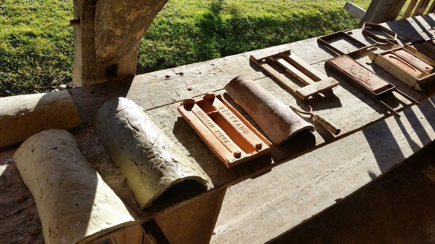 Différentes tuiles fabriquées autrefois à Doissin