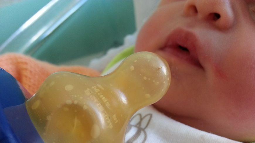 Bébé à la maternité (illustration)