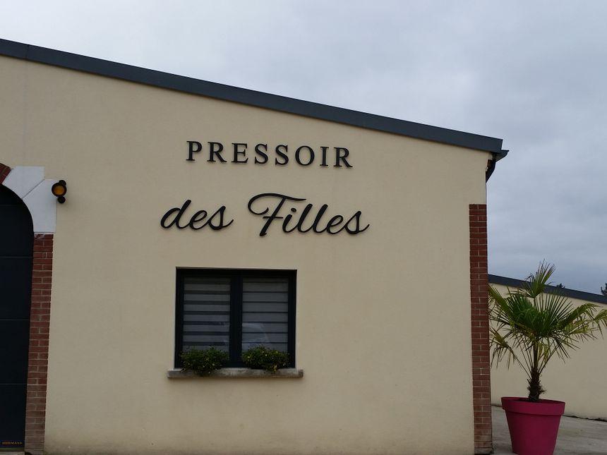 Les soeurs Crochet exploitent près de 14 hectares à Mareuil-le-Port dans la Marne.