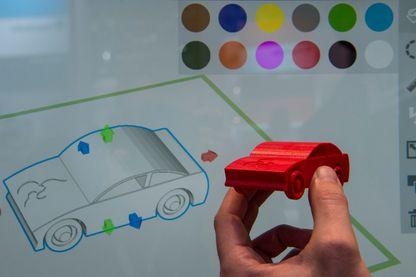 Une voiture en jouet, fabriquée avec des matériaux biodégradables, et imprimée en 3D en mars 2016 à Hanovre
