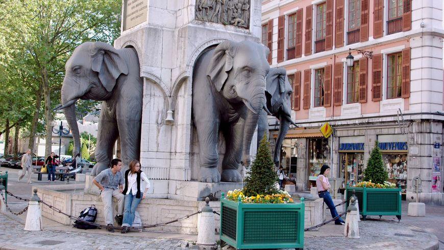 La fontaine des éléphants, au début du boulevard de la colonne.