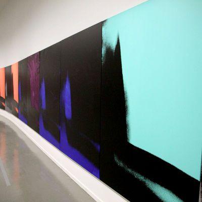 """""""Shadows"""" dans l'exposition """"Warhol unlimited"""", au Musée d'art moderne de la ville de Paris en 2015."""