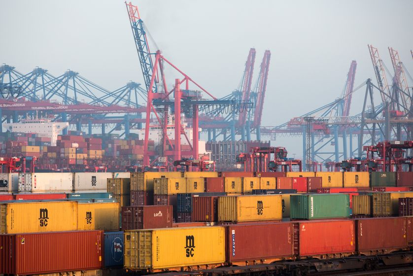 Transport de conteneurs dans le port de Hambourg, 25/01/2017