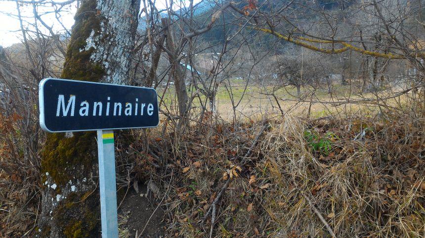 Le hameau de Maninaire, en haut du village, là où le loup a été vu dans la nuit de vendredi à samedi.