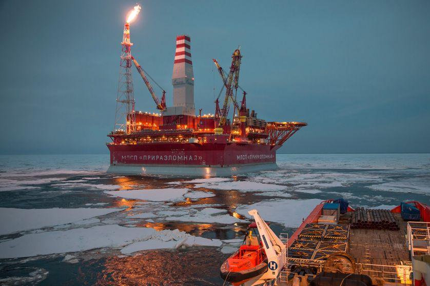 Le Prirazlomnaya est une unité russe de production prétolière autonome offshore. Innovation mondiale, il produit au milieu des glaces un cycle complet, du pompage jusqu'au raffinage et au stockage...