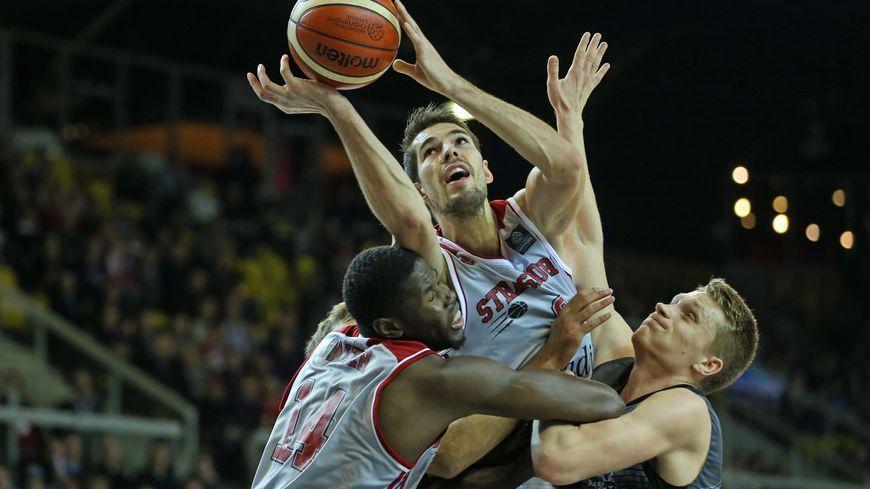 Les basketteurs de la SIG ont frôlé l'exploit face aux Grecs de l'Aris Salonique.