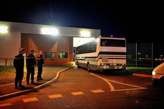 La filiale de Bouygues assure même le transfert de détenus à la prison d'Annœullin dans le Nord.