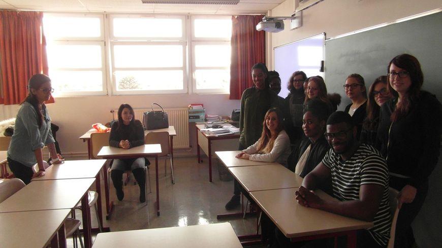 Les élèves du CFA en pleine répétition avant leur représentation ce vendredi à la médiathèque d'Orléans.