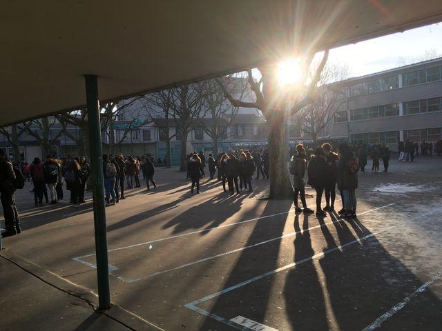 Les élèves du collège Georges Rouault (XIXe), pendant la pause de 10h.