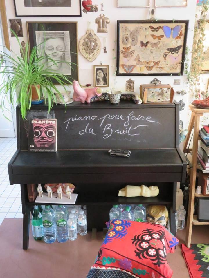 Le piano et les bouteilles d'eau de Bertrand Mandico