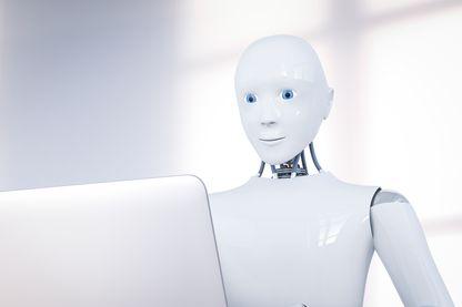Robot devant un portable