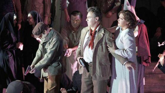 Une soirée pour l'histoire... Vienne affichait une nouvelle production du Trouvère, de Verdi...