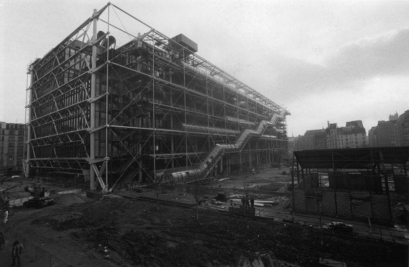 Le Centre Georges-Pompidou, quasiment achevé, en 1976
