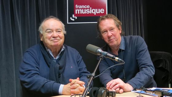 France Musique, studio 131... Jean-Pierre Bourtayre : Directeur artistique de Claude François, vice-président de la Sacem & le producteur Benoît Duteurtre (de g.à d.)
