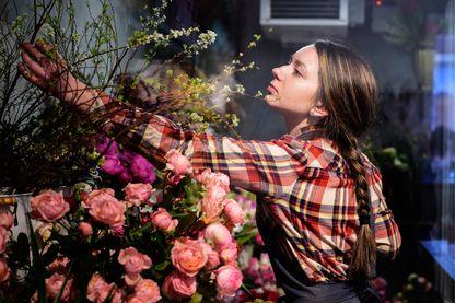 Préparation pour la Saint-Valentin chez un fleuriste