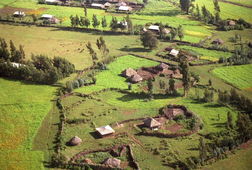 Vue aérienne d'Illubabor, un village agraire situé au sud-ouest de l'Ethiopie