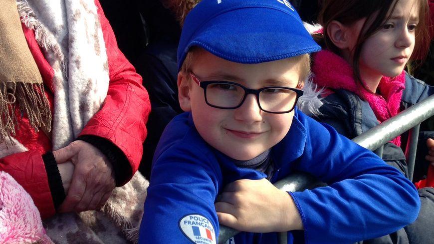 Le petit garçon a été photographié pendant la cavalcade pour la 25e édition du carnaval de Strasbourg