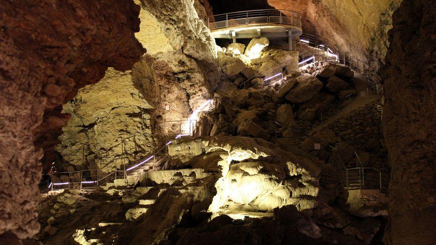 Les grottes sont ouvertes pendant toutes les vacances scolaires,  et d'avril à octobre.