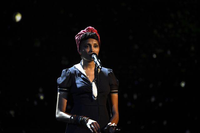 Imany interprète Tears in heaven d'Eric Clapton en hommage aux disparus de l'année
