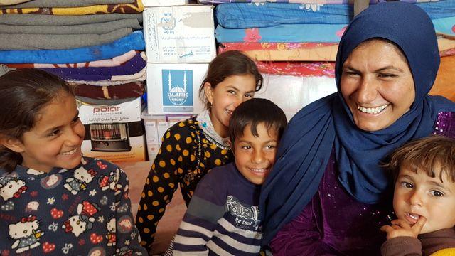Israali et sa famille, réfugiés dans un camp