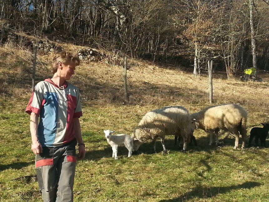 Uta Adler élève une trentaine de brebis à Lods depuis quatre ans.