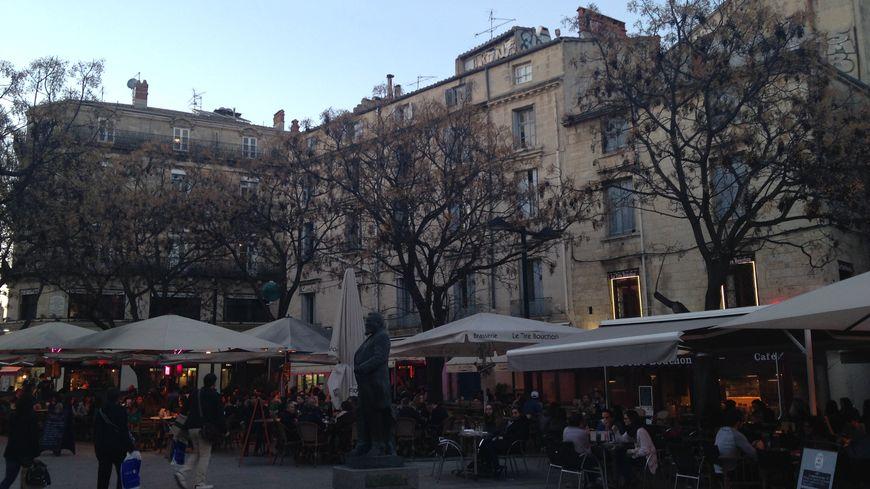 La place Jean Jaurès, très fréquentée le soir à Montpellier.