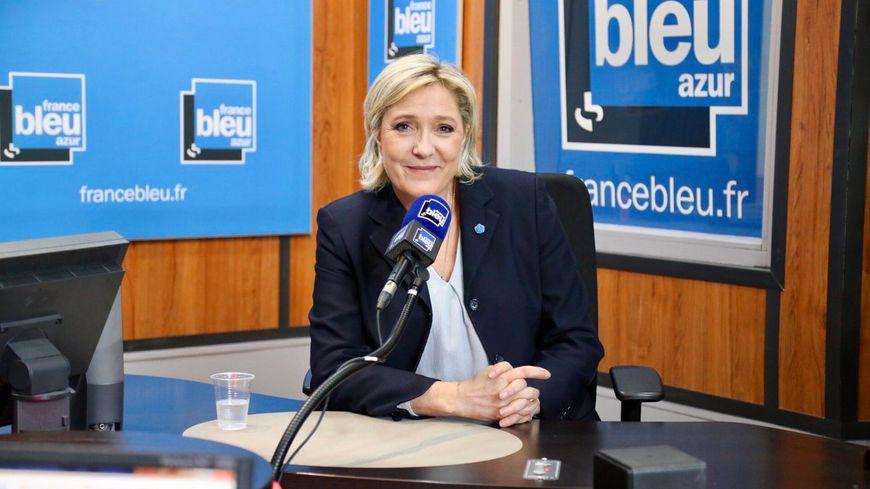 Marine Le Pen dans le studio de France Bleu Azur