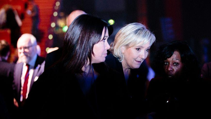 Catherine Griset, aux côtés de Marine Le Pen, le 4 février 2017, lors des Assises présidentielles du FN, à Lyon.