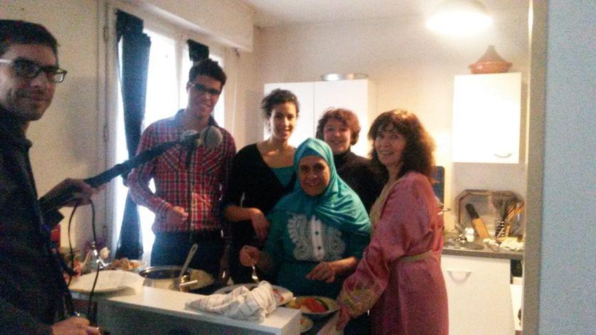 L'équipe de tournage au complet : Fabien Gosset,  Mohammed et Bakhta, Christine Robert, Khadra et France Jolly