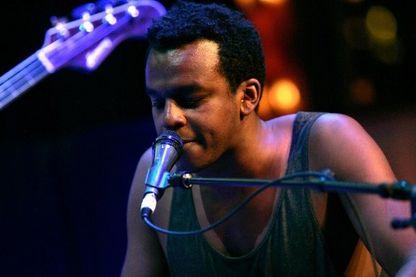Sinkane sur scène à New York en mai 2012