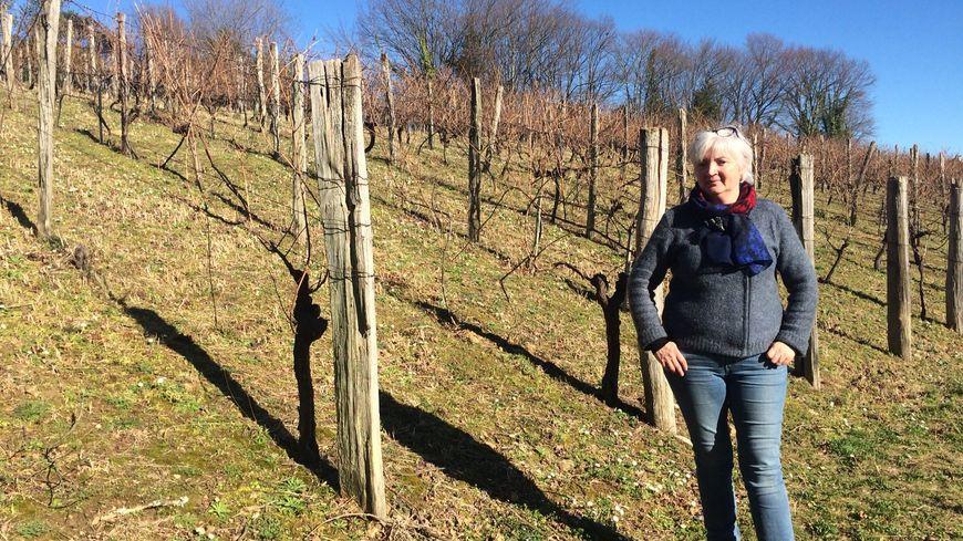 Valérie, la fille de la famille Renaud, tient à ce que le nouveau propriétaire respecte l'âme du vignoble