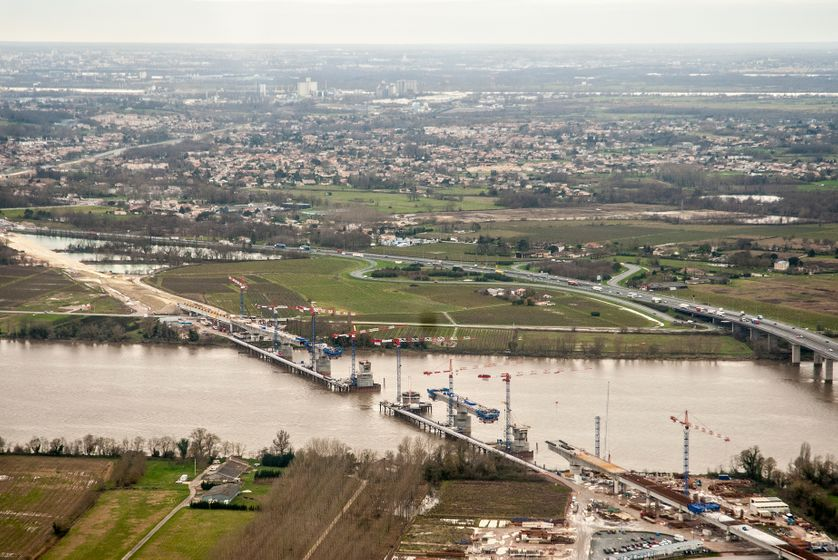 Vue aérienne de la construction de la LGV Tours-Bordeaux
