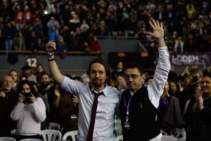 Podemos tranche sa guerre fratricide et se recentre sur la ligne de gauche radicale de Pablo Iglesias (à gauche)
